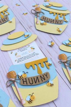 cts/ Bee & Honey theme Jar invitations for Baby Shower, Gender Reveal or Birthday party 12 cts/ Bee & Honey tema Jar invitaciones para Baby Shower Shower Party, Baby Shower Parties, Baby Shower Themes, Baby Boy Shower, Baby Shower Cakes, Baby Shower Gifts, Shower Ideas, Bee Gender Reveal, Baby Shower Gender Reveal