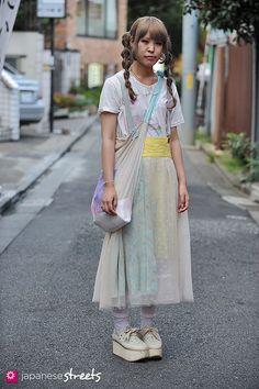 120929-0784 - Japanese street fashion in Harajuku, Tokyo (Valentine, Anco, sinä, Onna, Tokyo Bopper)
