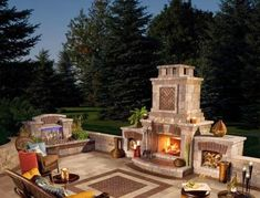 Fantastic Fire Pits and Outdoor Fireplaces | http://homechanneltv.blogspot.com/2014/09/fantastic-fire-pits-and-outdoor.html #outdoorlivingideas