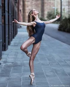 Beautiful form....beautiful ballerina...♥