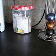 Pot a sucre style campagne bonne maman l'equivalent a 2 pots de confiture normal .