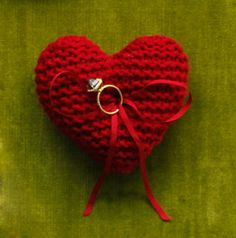 Knitted heart ring pillow #DIY