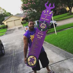 Shoutowt to the Fall 15 line of They set their DP owt with this massive Line Paddle. Omega Psi Phi Life Member Tiki headed to a good brother home. Order yours today! Omega Gifts, Omega Psi Phi Paraphernalia, Black Fraternities, Beta Beta, Tiki Head, Divine Nine, Alpha Phi Alpha, Sorority And Fraternity, Wood Creations