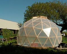 A Beautifully Constructed DIY Dome Greenhouse� | http://www.ecosnippets.com/gardening/a-beautifully-constructed-diy-dome-greenhouse/