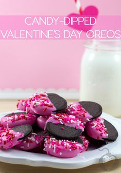 Enjoy this Candy-Dipped Valentine's Day Oreo recipe