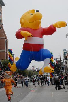 Berenstain Bear Balloon - 2011 Houston Holiday Parade - by Ray Redding