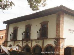 Uno de los hoteles en Pátzcuaro con más tradición ubicado frente a la Plaza Vasco de Quiroga, con la mejor ubicación, para que disfrutes tu próxima estancia en el Pueblo Mágico de Pátzcuaro