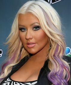 Christina Aguilera's hair makeover — purple streaks Christina Aguilera was spotted over the weekend Purple Streaks, Purple Hair, Purple Ombre, Funky Hairstyles, Summer Hairstyles, Celebrity Hairstyles, Christina Aguilera Hair, Celebrity Hair Extensions, Blonde Extensions