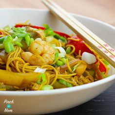 Speedy Singapore Noodles - Pinch Of Nom Slimming Recipes Slimming World Chicken Recipes, Slimming World Recipes Syn Free, Slimming World Plan, Slimming Eats, Singapore Noodles Recipe, Sliming World, Speed Foods, Prawn Recipes, Noodles