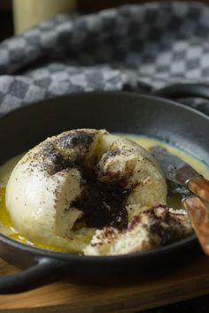 Simple recipe for homemade yeast dumplings with vanilla sauce Süße Hauptspeisen Best Pancake Recipe, Vanilla Sauce, Austrian Recipes, Homemade Cake Recipes, Sweet Treats, Easy Meals, Food And Drink, Stuffed Peppers, Snacks