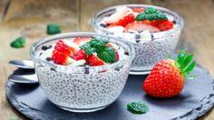 Chia semínka jsou aktuálním hitem ve zdravé výživě Protein Rich Snacks, Healthy Fats, Diabetic Recipes, Snack Recipes, Healthy Recipes, Turkey Roll Ups, Chia Puding, Tips & Tricks, Chia Seeds