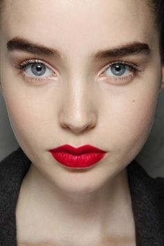 Gorgeous full brows. http://votetrends.com/polls/369/share #makeup #beauty #runway #backstage
