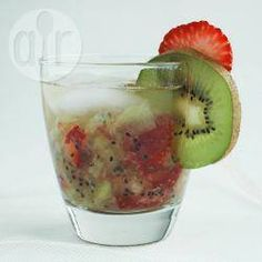 Receita de caipirinha de kiwi e morango