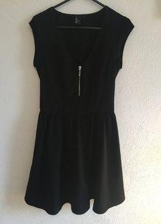 Kup mój przedmiot na #vintedpl http://www.vinted.pl/damska-odziez/krotkie-sukienki/15740595-czarna-sukienka-hm