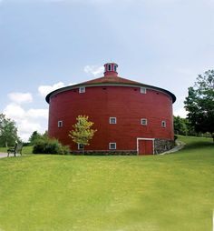 Round Barns: Preserving a Truly American Tradition. Efficient and inexpensive, round barns came too late.