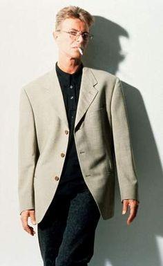 Zanger David Bowie is gisteren overleden, na een strijd van 1,5 jaar tegen kanker.