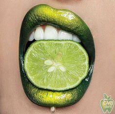 ❕ЧЕМ ОПАСНО ДОМАШНЕЕ ОТБЕЛИВАНИЕ ЗУБОВ? Люди, которые используют продукты для отбеливания зубов в домашних условиях, не обращают особого внимания на их правильное использование. Отбеливание зубов, как и любое другое лечение, должно осуществляться под наблюдением специалиста. Стоматолог – это тот человек, который может проконсультировать по этому вопросу. Если все сделано правильно после консультации эксперта в области стоматологии, отбеливание зубов безопасно. Только тогда, когда люди…