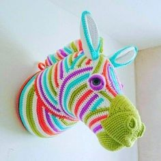 Crocheted Zesty Zebra Faux Taxidermy- from book Animal Heads to crochet by Vanessa Mooncie Crochet Zebra, Crochet Horse, Crochet Wool, Crochet Art, Cute Crochet, Crochet Animals, Crochet Taxidermy, Faux Taxidermy, Amigurumi Patterns