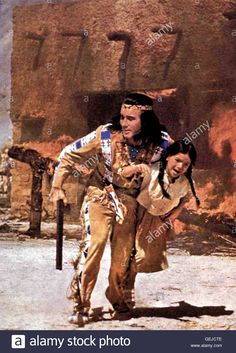 Download this stock image: Pierre Brice In letzter Sekunde rettet Winnetou (Pierre Brice) ein kleines Maedchen aus den Flammen. *** Local Caption *** 1966, 1960er, 1960s, Film, Indianer, Karl May Verfilmung, Winnetou Und Sein Freund Old Firehand, Winnetou Und Sein Freund Old - GEJCTE from Alamy's library of millions of high resolution stock photos, illustrations and vectors.