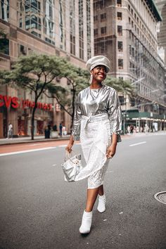 10 Street Style Looks Spotted at CurvyCon Yellow Tights, Neon Dresses, Fashion Lookbook, Fashion Trends, Under Pants, Street Style Looks, Printed Skirts, Fashion Forward, Dress Skirt
