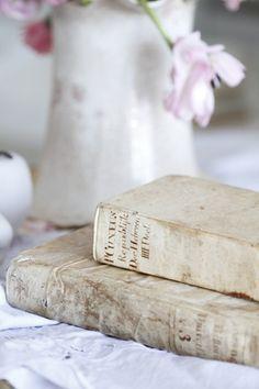 i adore old books