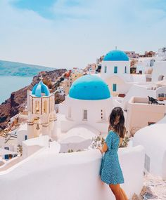 I have found that if you love life, life will love you back 💞 :::: I'm so happy that I got to tick Santorini off my bucket list (but I'm def coming back in the future. maybe Who else is daydreaming of that Greek summer ⭐️ :::: Wearing Santorini Greece, Back To The Future, Stunning View, Aesthetic Photo, Love Life, Places To Go, Louvre, Love You, Shahid Kapoor