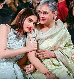 This picture of Aishwarya Rai Bachchan with Jaya Bachchan is going viral for all the right reasons Aishwarya Rai Pictures, Aishwarya Rai Photo, Actress Aishwarya Rai, Aishwarya Rai Bachchan, Amitabh Bachchan, Bollywood Heroine, Bollywood Actress, Bollywood Stars, Bollywood Photos
