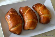Cornuri de post cu rahat | Savori Urbane Pastry Cake, Deserts, Bread, Food, Cakes, Sweets, Patisserie Cake, Cake Makers, Brot
