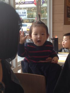 We met a cute baby next to our table. She is so cute. I love baby and she is so sweet to me!!