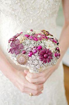 Brautstrauß aus Broschen 2