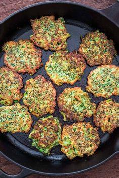 These light, golden-brown Broccoli Fritters make a delicious vegetarian dinner … – Yemek Tarifleri – Resimli ve Videolu Yemek Tarifleri Broccoli Recipes, Vegetable Recipes, Tasty Vegetarian Recipes, Healthy Recipes, Top Recipes, Vegetarian Kids, Vegan Food, Diet Recipes, Broccoli Fritters