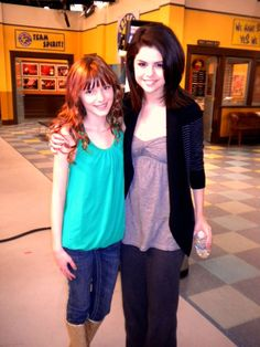 This is supposedly a rare picture of Selena Gomez and Bella Thorne Fotos Selena Gomez, Estilo Selena Gomez, Selena Gomez Pictures, Bella Thorne And Zendaya, Forever Girl, Alex Russo, Wizards Of Waverly Place, Instagram Queen, Disney Channel Stars