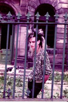 Leeds area, mid This is so sick, styling is amazing and the photograph is stunning. oh, I wish I could have seen the 80s Goth, 80s Punk, Punk Goth, Dark S, Goth Guys, Victorian Goth, Riot Grrrl, New Romantics, Film Inspiration