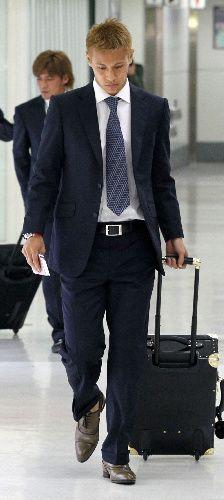 代表スーツ : 本田圭佑流 スーツの着こなし方 - NAVER まとめ