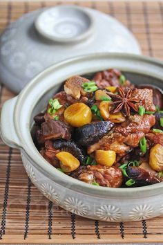 Chinese Braised Chicken with Chestnuts Recipe ~ jeanetteshealthyl… Chinesisches geschmortes Huhn mit Kastanien Rezept ~ jeanetteshealthyl … Chinese New Year Dumpling Recipe, Chinese New Year Food, Sushi Comida, Chestnut Recipes, Authentic Chinese Recipes, New Year's Food, Braised Chicken, Chicken Chili, Asian Recipes