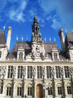Hôtel de Ville, a masterpiece of Renaissance architecture