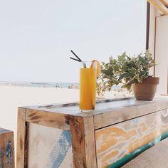 Nuestro chiringuito #vaimoana en la playa del Bogatell. Pasate después del trabajo y disfrutarás de los auténticos afterbeach de Barcelona!! #summer #chiringuito #barcelona #afterbeach #playa #relax