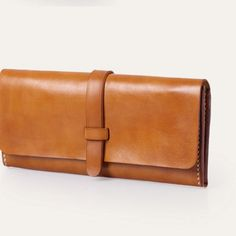If you don't need to bring all kinds of things, then a clutch is the answer for daily usage. See these good suggestions on a clutch bag. Best Leather Wallet, Handmade Leather Wallet, Leather Gifts, Leather Clutch, Leather Purses, Leather Handbags, Womens Leather Wallet, Denim Handbags, Handmade Wallets