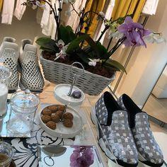 Good morning  #PINKO #pinkoshinebabyshine #flowers #spring #fashion #shoes #musthave #sneakers #fashionblogger #fashionblog #iloveshoes #iloveshoppingonline #iloveshopping #shoppingitaly #shopping #shoppingonline @pinkoofficial @pinkobg