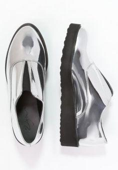 Dieser Slipper setzt trendige Akzente. Zign Slipper - silver für 38,45 € (11.11.15) versandkostenfrei bei Zalando bestellen.