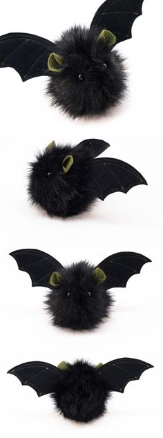 Fang the Black and Green Stuffed Plushie Bat - Plushies Adornos Halloween, Manualidades Halloween, Halloween Kostüm, Halloween Projects, Holidays Halloween, Halloween Decorations, Softies, Plushies, Pom Pom Animals