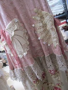 Vintage Kitty.. gorgeous dusky salmony pink velvet tunic.. ecru,guipure, lace, doilies.crochet... roses, shabby chic.. size Medium