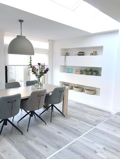 binnenkijken bij nance307 #interieurinspiratie #homedeconl Logs, Dining Bench, Furniture, Home Decor, Decoration Home, Table Bench, Room Decor, Home Furnishings, Home Interior Design