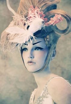 Avant Garde Make up / HANGING ON A MOMENT OF TRUTH