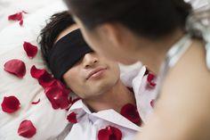 5 juegos eróticos para jugar en pareja. http://sorpresasparatupareja.com/2016/09/20/5-juegos-eroticos-intimidad-en-pareja/