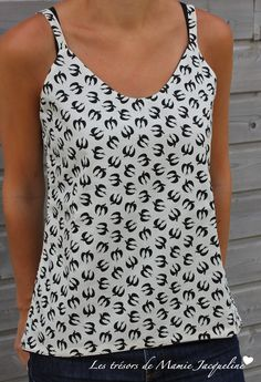 A little sewing . ideal this little tank for this summer! Easy and rap . Sewing Clothes, Diy Clothes, Sewing Tutorials, Sewing Patterns, Dress Tutorials, Sewing Online, Aime Comme Marie, Diy Kleidung, Diy Mode