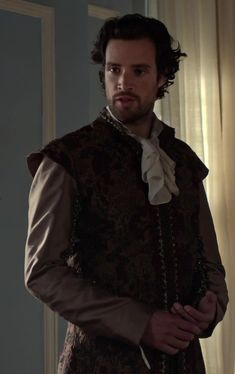 REIGN : Robert Dudley (Charlie Carrick) Gorgeous Men, Beautiful People, Fantasy Series, Queen Elizabeth, Reign, Movies And Tv Shows, Sexy Men, Movie Tv, Medieval