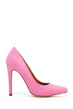 You can never go wrong with a pair of pink pumps! :: Pretty In Pink:: Pink High Heels:: I <3 Shoes:: Pink Pumps
