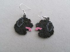 Artículos similares a Beaded Black Labrador Retriever Earrings en Etsy Long Tassel Earrings, Seed Bead Earrings, Beaded Earrings, Seed Beads, Crochet Earrings, Animal Earrings, Animal Jewelry, Ring Earrings, Beaded Jewelry Patterns