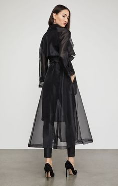 Trench Coat Outfit For Spring - FashionActivation Black Coat Outfit, Trench Coat Outfit, Long Trench Coat, Look Fashion, High Fashion, Womens Fashion, Fashion Design, Fashion Trends, Fashion Coat